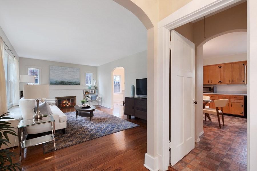 Real Estate Photography - 2447 Birchwood Ln, Wilmette, IL, 60091 - Foyer
