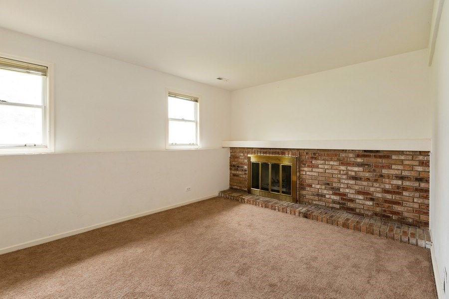 Real Estate Photography - 1100 Tanglewood Drive, Algonquin, IL, 60102 - Family Room