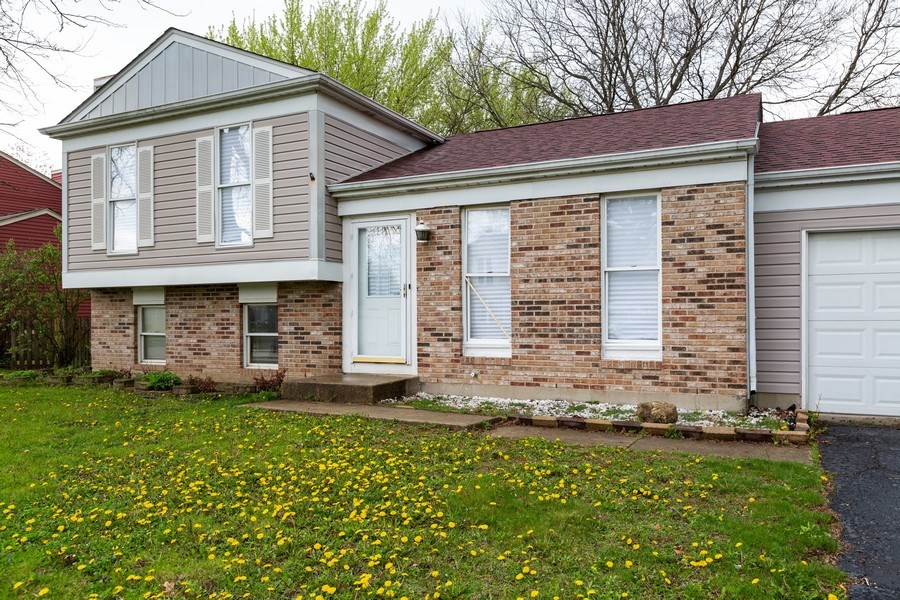 Real Estate Photography - 1100 Tanglewood Drive, Algonquin, IL, 60102 - Front View