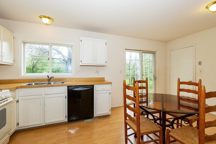 Real Estate Photography - 1100 Tanglewood Drive, Algonquin, IL, 60102 - Kitchen