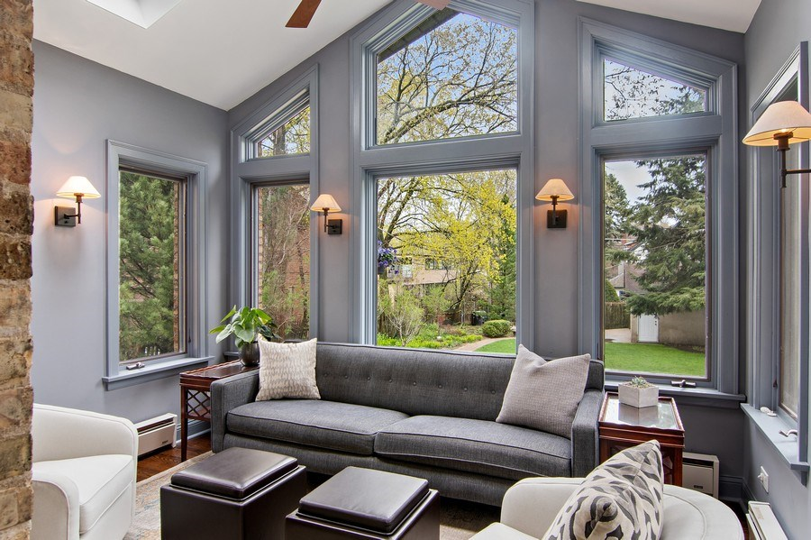 Real Estate Photography - 2757 Ridge Avenue, Evanston, IL, 60201 - Sunroom