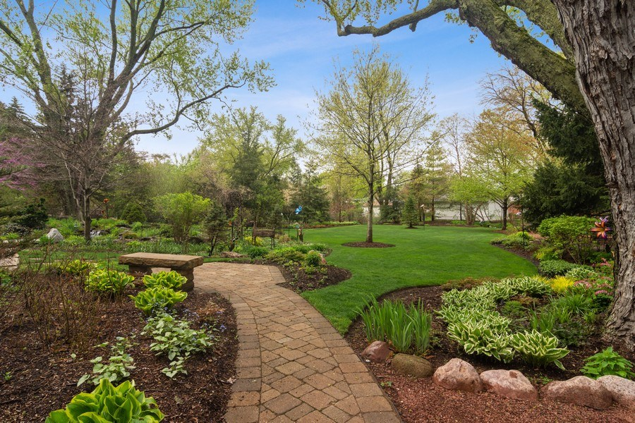 Real Estate Photography - 916 N. Forrest Avenue, Arlington Heights, IL, 60004 - Thoughtfully planned landscape and pathways