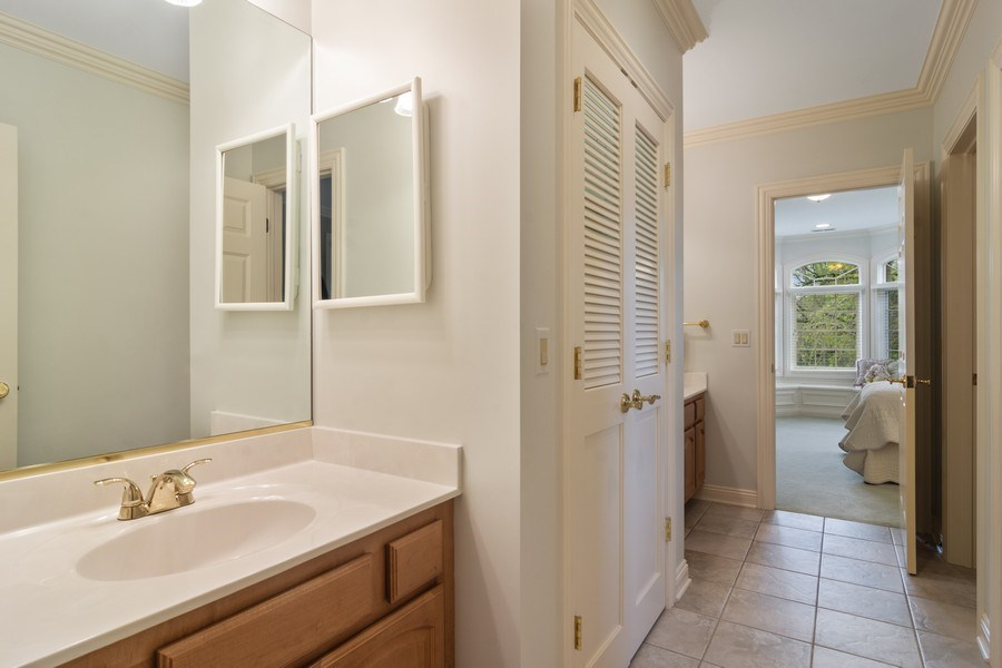Real Estate Photography - 916 N. Forrest Avenue, Arlington Heights, IL, 60004 - Jack and Jill Bathroom