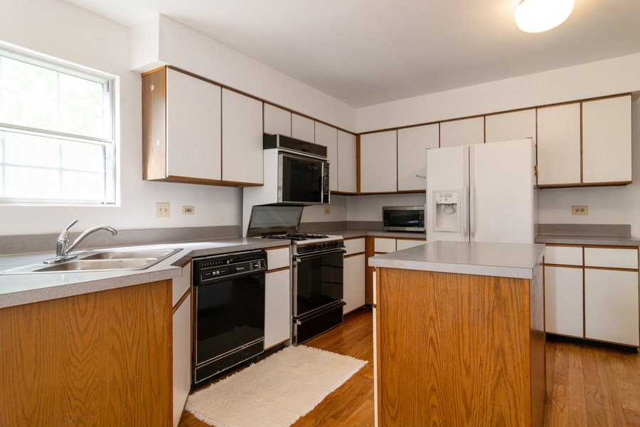 Real Estate Photography - 589 FOSTER Avenue, Bartlett, IL, 60103 - Kitchen