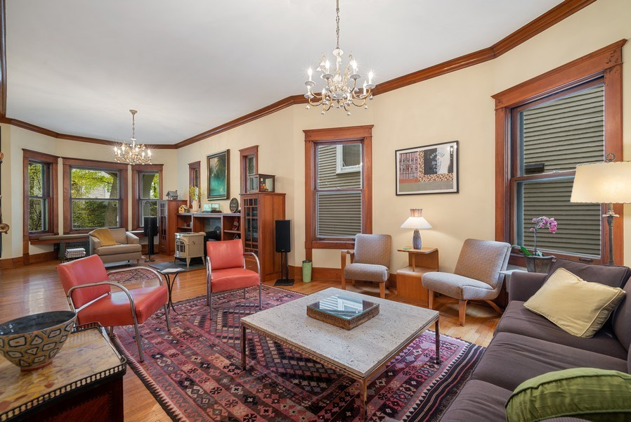 Real Estate Photography - 5310 North Magnolia Ave, Chicago, IL, 60640 - Living room/family room