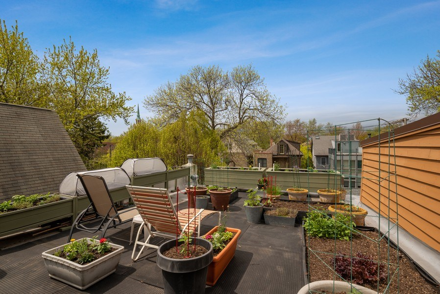 Real Estate Photography - 5310 North Magnolia Ave, Chicago, IL, 60640 - Roof Deck