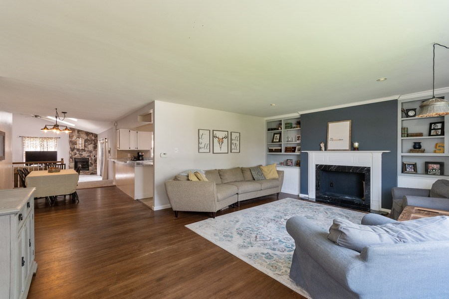 Real Estate Photography - 306 Hillside Pl, North Aurora, IL, 60542 - Living Room