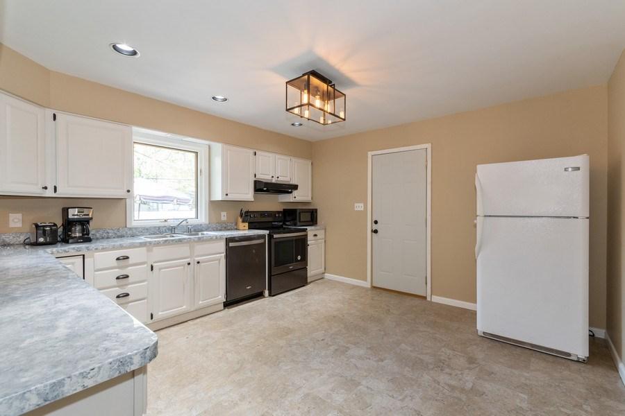 Real Estate Photography - 306 Hillside Pl, North Aurora, IL, 60542 - Kitchen