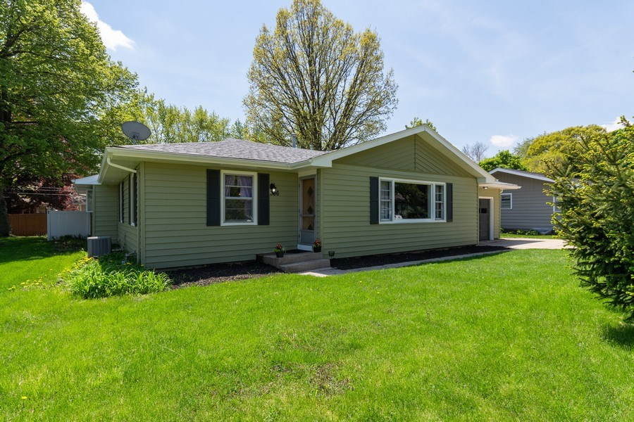 Real Estate Photography - 306 Hillside Pl, North Aurora, IL, 60542 - Front View