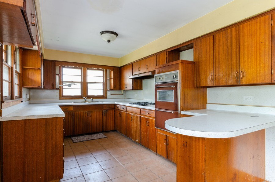 Real Estate Photography - 14N808 Castle Avenue, East Dundee, IL, 60118 - Kitchen