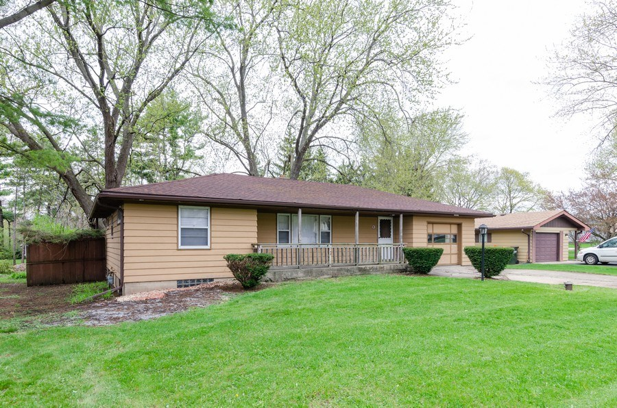 Real Estate Photography - 14N808 Castle Avenue, East Dundee, IL, 60118 - Front View