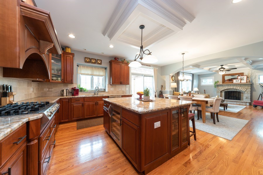 Real Estate Photography - 1172 N. Beverly Lane, Arlington Heights, IL, 60004 - Kitchen