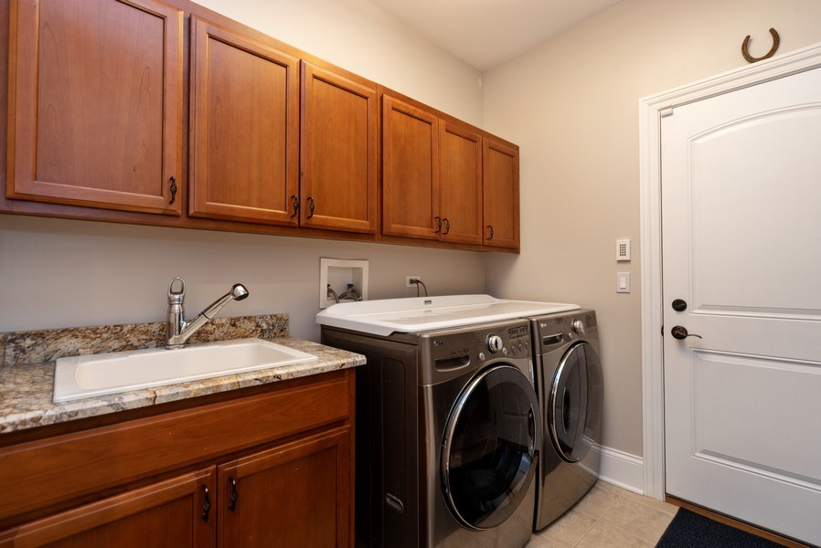 Real Estate Photography - 1172 N. Beverly Lane, Arlington Heights, IL, 60004 - Laundry Room