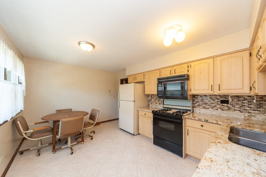 Real Estate Photography - 2419 N. Windsor Drive, Arlington Heights, IL, 60004 - Kitchen