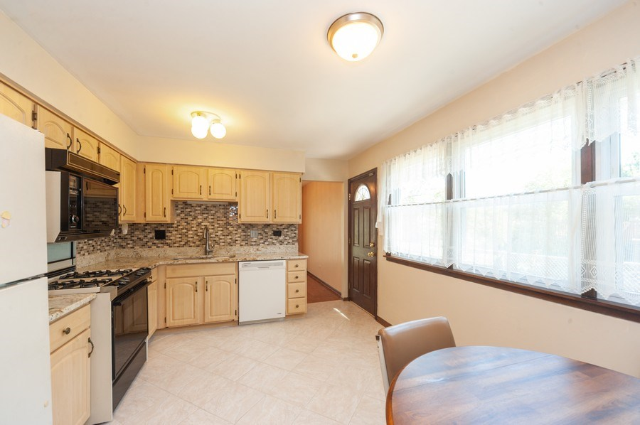 Real Estate Photography - 2419 N. Windsor Drive, Arlington Heights, IL, 60004 - Kitchen / Breakfast Room