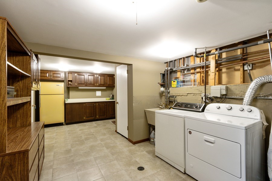 Real Estate Photography - 2419 N. Windsor Drive, Arlington Heights, IL, 60004 - Laundry Room