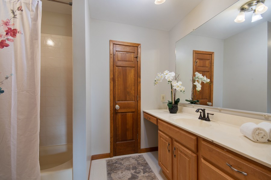 Real Estate Photography - 6N448 PINTO Lane, St. Charles, IL, 60175 - 2nd Bathroom