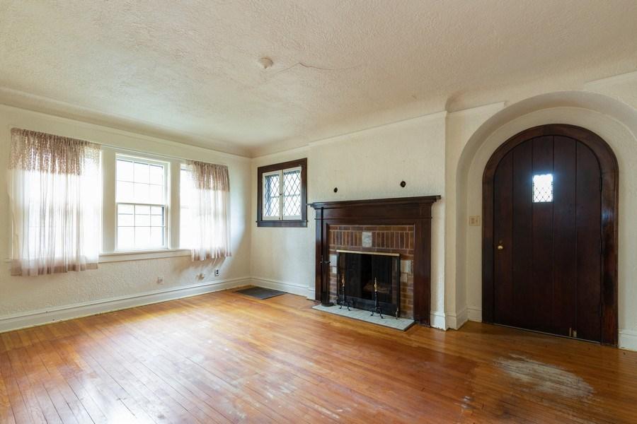 Real Estate Photography - 442 E. Lincoln Avenue, Libertyville, IL, 60048 - Living Room