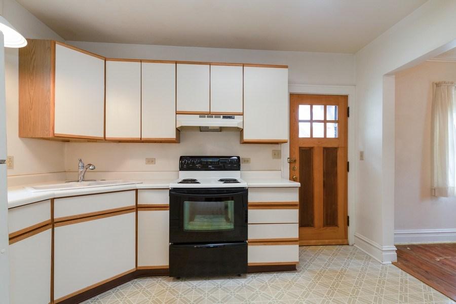 Real Estate Photography - 442 E. Lincoln Avenue, Libertyville, IL, 60048 - Kitchen