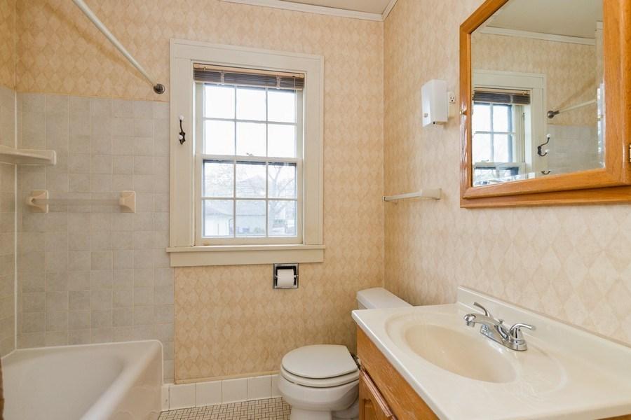 Real Estate Photography - 442 E. Lincoln Avenue, Libertyville, IL, 60048 - Bathroom