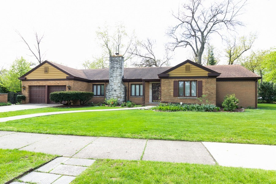 Real Estate Photography - 2638 Gordon Drive, Flossmoor, IL, 60422 - Front View