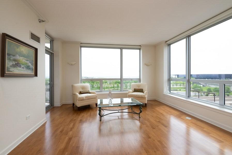 Real Estate Photography - 1841 S. Calumet Avenue, Unit 807, Chicago, IL, 60616 - Living Room