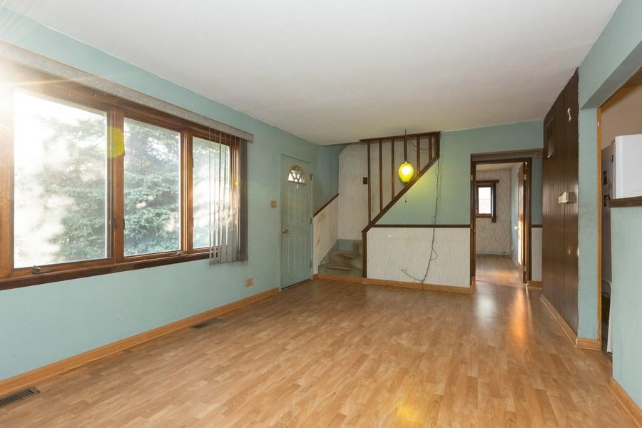 Real Estate Photography - 8955 Saratoga Drive, Bridgeview, IL, 60455 - Living Room
