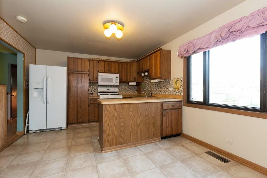 Real Estate Photography - 8955 Saratoga Drive, Bridgeview, IL, 60455 - Kitchen