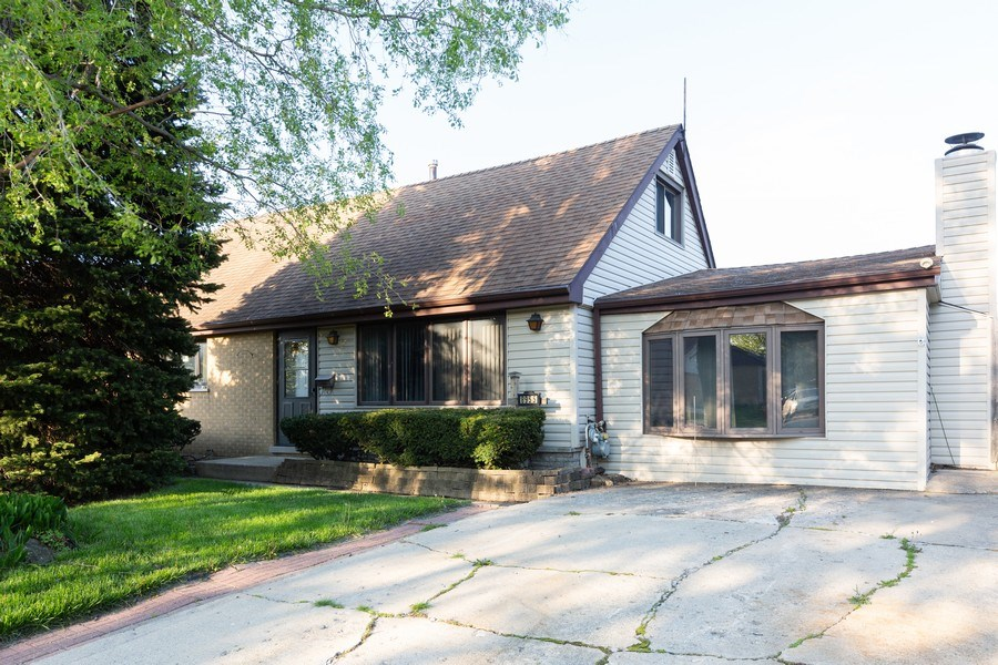 Real Estate Photography - 8955 Saratoga Drive, Bridgeview, IL, 60455 - Front View