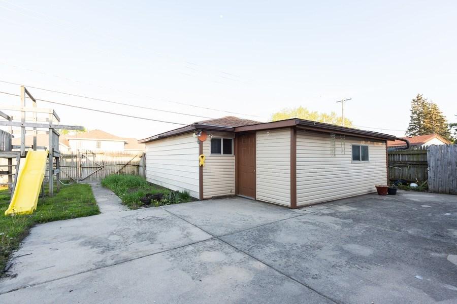 Real Estate Photography - 8955 Saratoga Drive, Bridgeview, IL, 60455 - Patio
