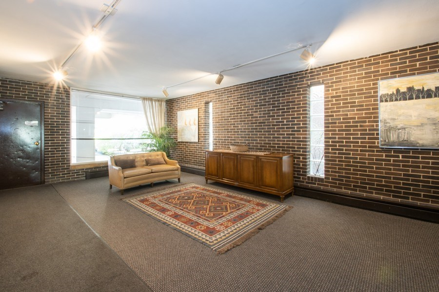 Real Estate Photography - 2726 Central Street, Unit 3A, Evanston, IL, 60201 - Lobby