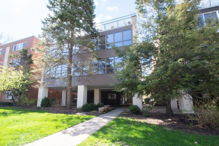 Real Estate Photography - 2726 Central Street, Unit 3A, Evanston, IL, 60201 - Front View