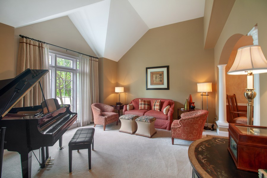 Real Estate Photography - 2S375 Canterbury Court, Glen Ellyn, IL, 60137 - Living Room