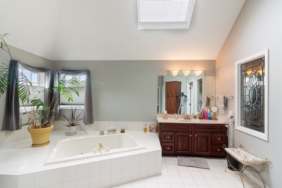 Real Estate Photography - 2S375 Canterbury Court, Glen Ellyn, IL, 60137 - Master Bathroom
