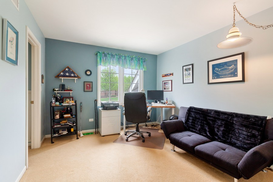 Real Estate Photography - 2S375 Canterbury Court, Glen Ellyn, IL, 60137 - 2nd Bedroom