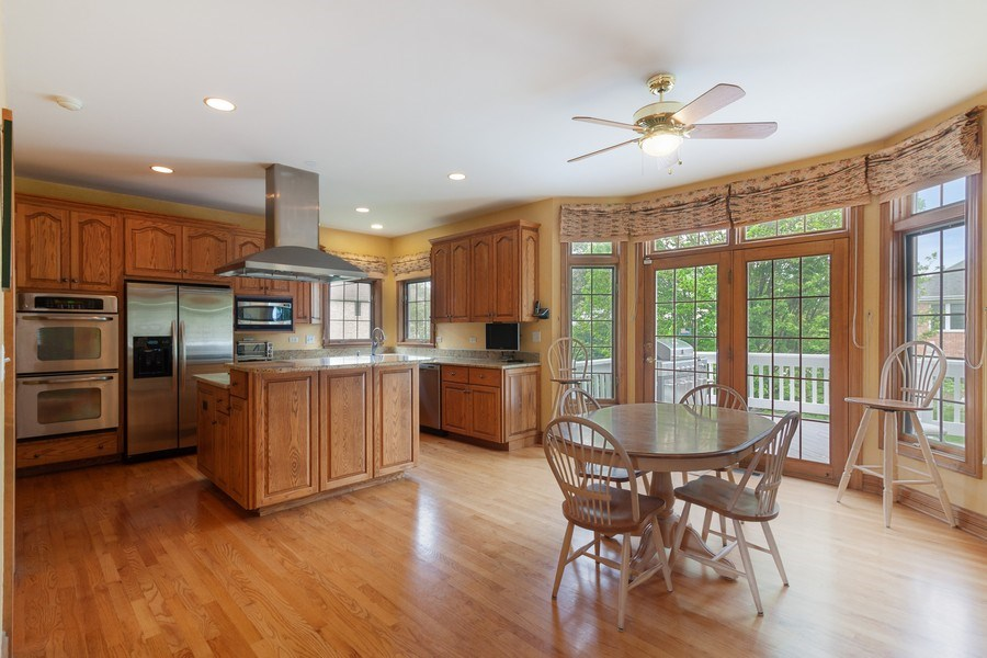 Real Estate Photography - 2S375 Canterbury Court, Glen Ellyn, IL, 60137 - Kitchen / Breakfast Room