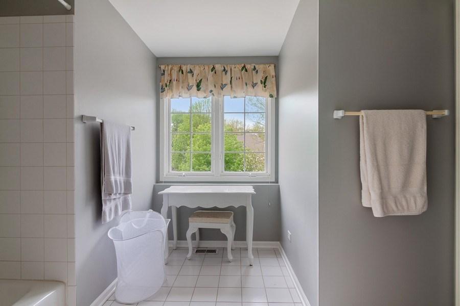 Real Estate Photography - 2S375 Canterbury Court, Glen Ellyn, IL, 60137 - Bathroom
