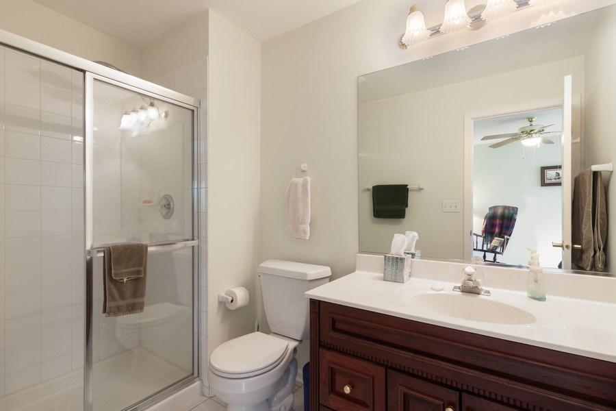 Real Estate Photography - 2S375 Canterbury Court, Glen Ellyn, IL, 60137 - 2nd Bathroom