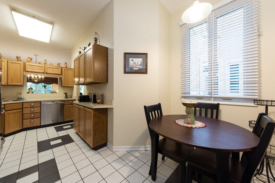Real Estate Photography - 1003 Arbor Court, Mount Prospect, IL, 60056 - Kitchen / Breakfast Room
