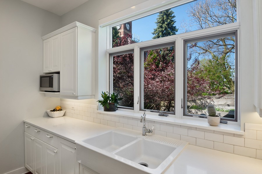 Real Estate Photography - 4220 N. Hermitage Avenue, Chicago, IL, 60613 - Kitchen