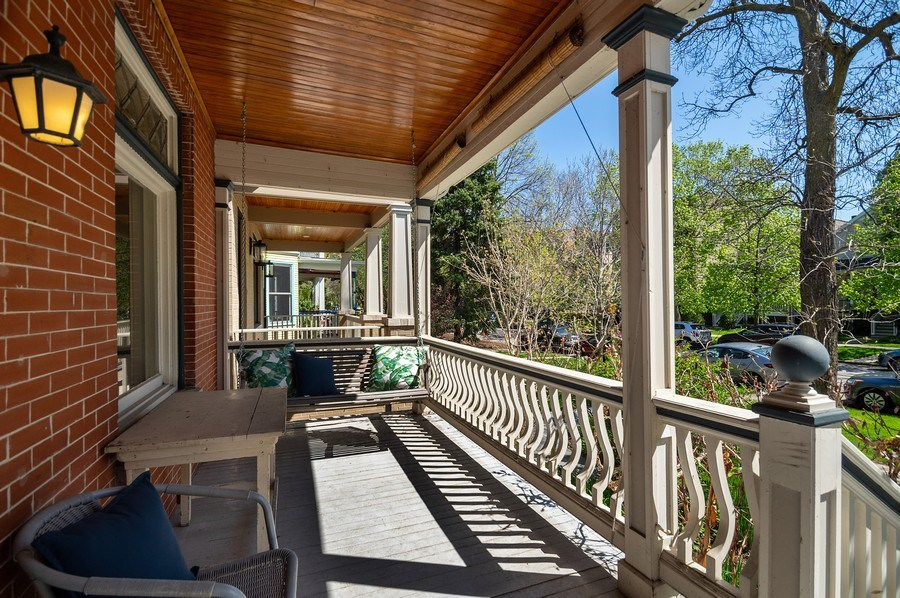 Real Estate Photography - 4220 N. Hermitage Avenue, Chicago, IL, 60613 - Porch