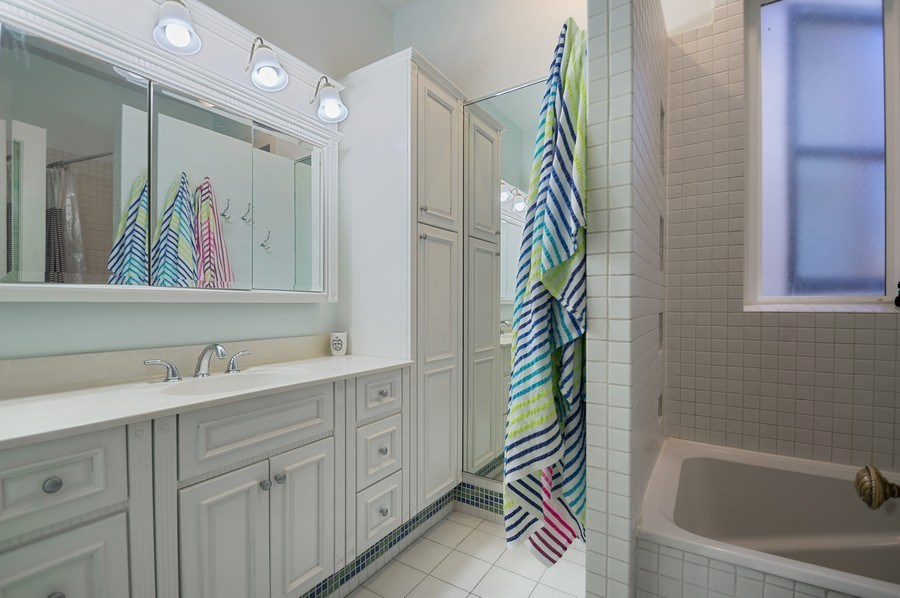 Real Estate Photography - 4220 N. Hermitage Avenue, Chicago, IL, 60613 - 2nd Bathroom