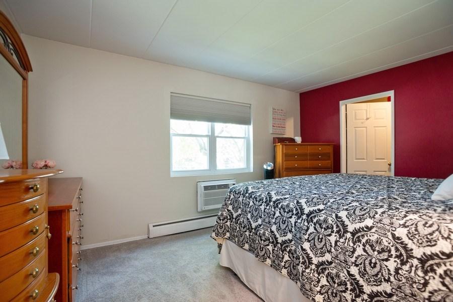 Real Estate Photography - 819 E. MINER Street, Unit 2B, Arlington Heights, IL, 60004 - Master Bedroom