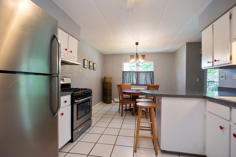 Real Estate Photography - 819 E. MINER Street, Unit 2B, Arlington Heights, IL, 60004 - Kitchen