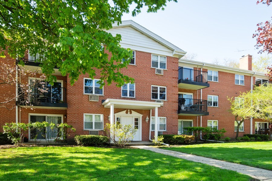 Real Estate Photography - 819 E. MINER Street, Unit 2B, Arlington Heights, IL, 60004 - Front View