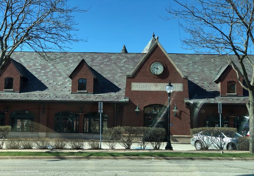 Real Estate Photography - 819 E. MINER Street, Unit 2B, Arlington Heights, IL, 60004 - Arlington Heights Metra Station