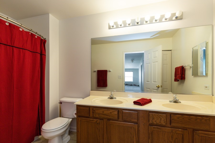 Real Estate Photography - 1312 MAYFAIR Lane, Grayslake, IL, 60030 - 2nd Bathroom