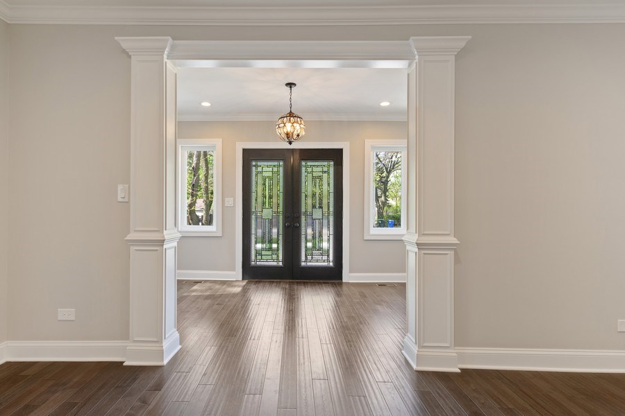 Real Estate Photography - 403 Woods Road, Des Plaines, IL, 60016 - Entryway