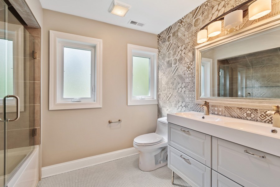 Real Estate Photography - 403 Woods Road, Des Plaines, IL, 60016 - 2nd Bathroom
