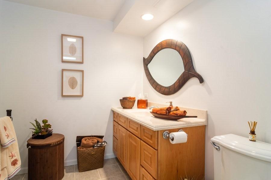 Real Estate Photography - 308 S Derbyshire, Arlington Heights, IL, 60004 - Basement Full Bath